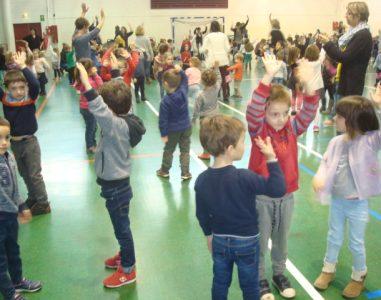 TELETHON – les enfants de maternelle dansent et chantent  pour le Téléthon