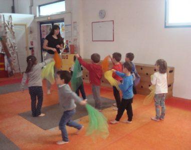 Les enfants de moyenne section à l' école de cirque Ballabulle